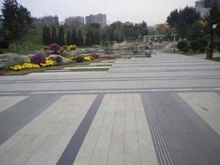 枣庄花园中心路铺设小型五莲红板材